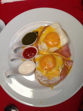 Hotel Casona San Antonio: Eggs benedict, with a Mexican twist