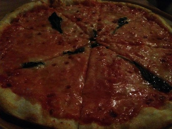 Celli's italian pizza restaurant: Margarita- yum!