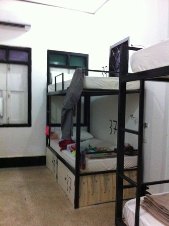 Backpackers Garden: Female dormitory room