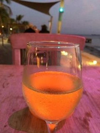 Eden Beach Resort: Nice Pinot Grigio by candlelight
