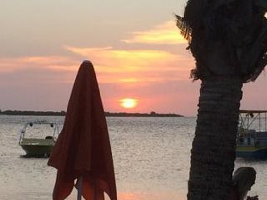 Eden Beach Resort : Sunset on the beach