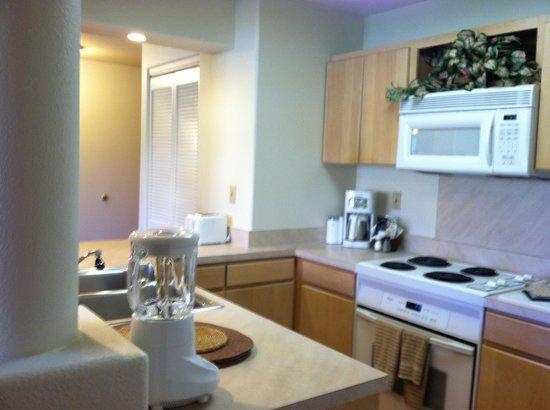 Kauai Beach Villas: Full size kitchen
