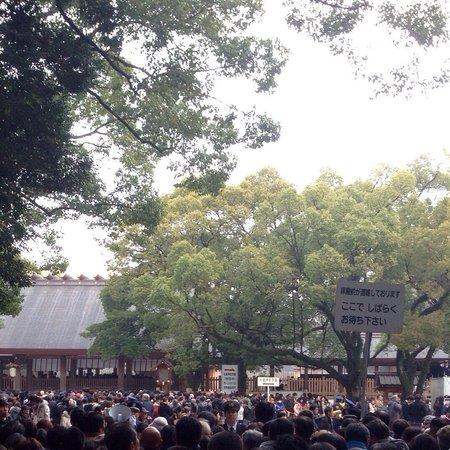 Atsuta Jingu Shrine: Many Many People !!! (U)
