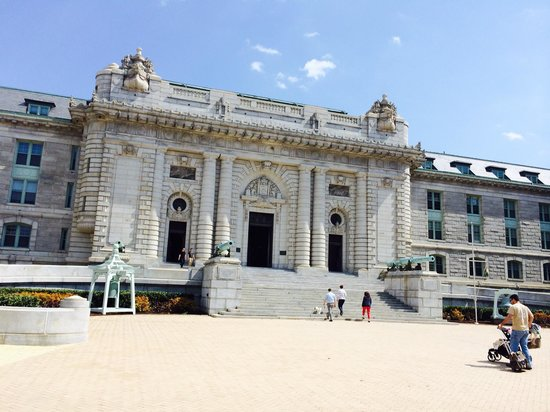 U.S. Naval Academy: The main building