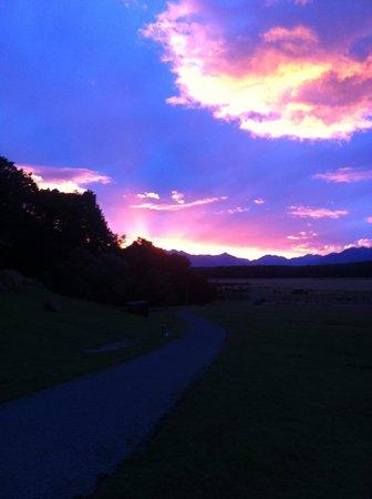 Takaro Lodge: Amazing Sunsets