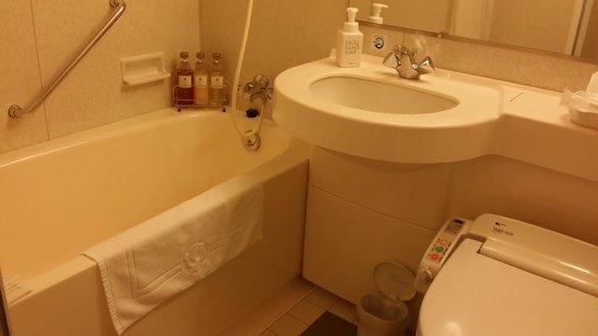 Hotel Sunroute Hakata: バスルーム