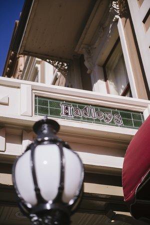 Hadley's Orient Hotel: Exterior