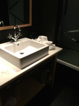 Hotel Jazz: Baño equipado