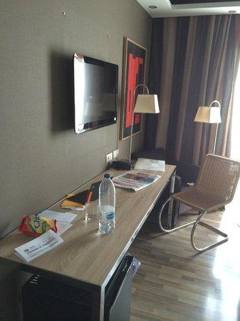 Hotel Jazz: Habitación Moderna y Luminosa