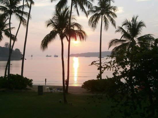Crowne Plaza Phuket Panwa Beach: Sunrise fantastic view all the time