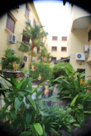 Hotel Puri: Courtyard