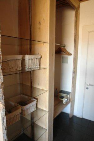 Remota : closet space