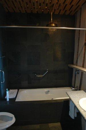 Remota: bathroom