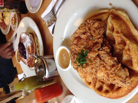 Clinton St. Baking Company & Restaurant : Chicken and waffles