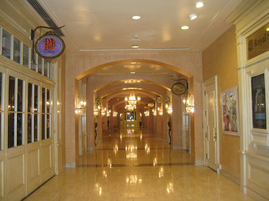 Royal Sonesta New Orleans : lobby from the stide street