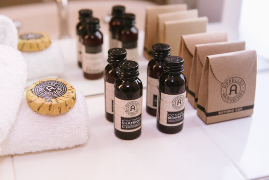 Hadley's Orient Hotel : Complimentary luxury Appelles Apothecary bathroom amenities