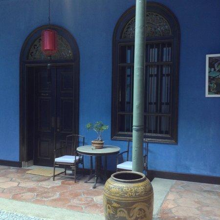 Cheong Fatt Tze - The Blue Mansion : 部屋の前