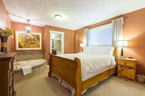 Creekside Bed and Breakfast : Creekside Suite