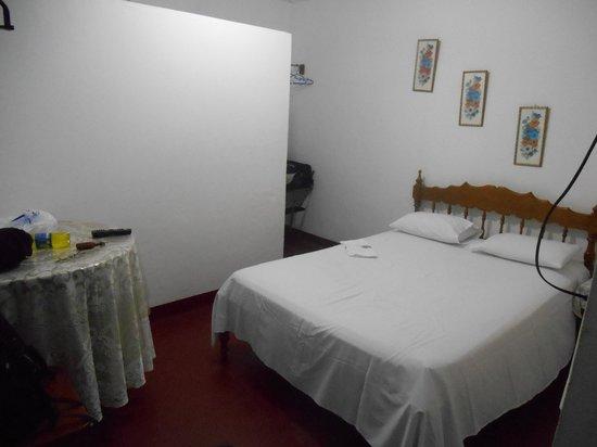 El Mirador Alojamiento Turistico: Room, Shower behind wall