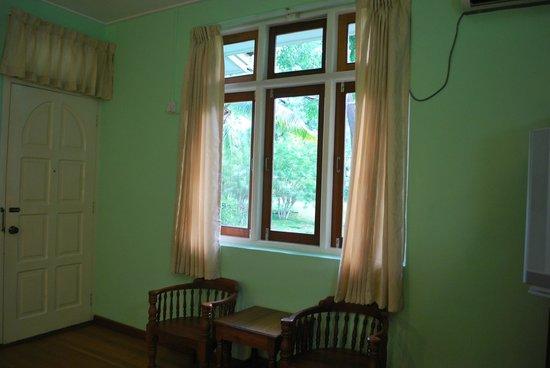 Thante Hotel Nyaung Oo : window