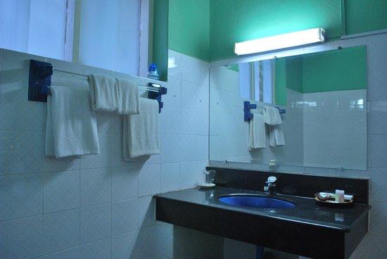 Thante Hotel Nyaung Oo : bathroom