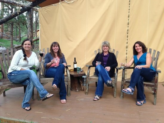 The Resort at Paws Up : Glamping is better with friends and wine