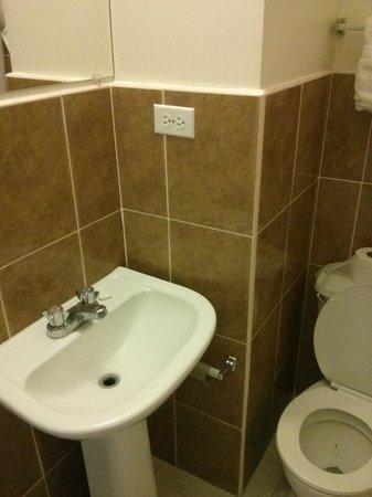 Travellers Beach Resort: bathroom