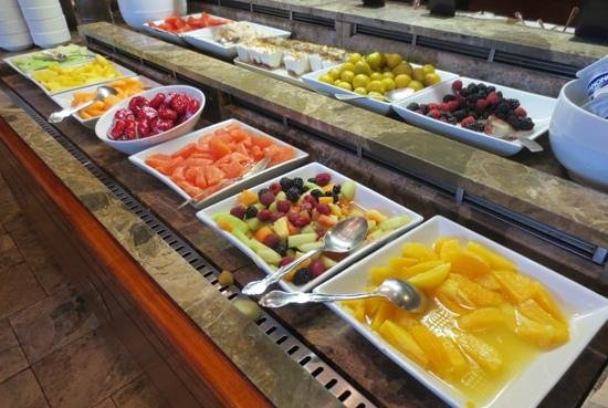 Hotel Bonaventure Montreal: Lots of fruit on the breakfast buffet