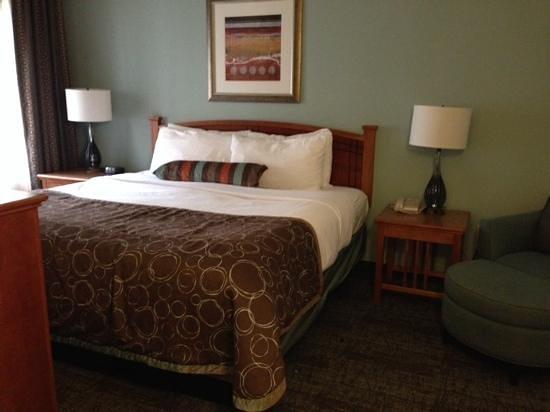 Staybridge Suites Toronto: 2BR Suite - King Bedroom
