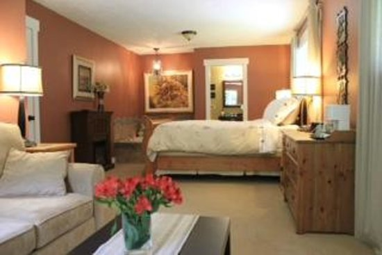 Creekside Bed and Breakfast: The Creekside Suite
