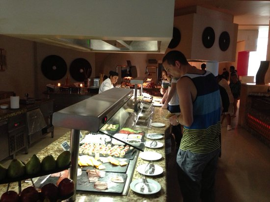 ME Cancun : Delicious breakfast, waffles, crepes, eggs! Lot of choices