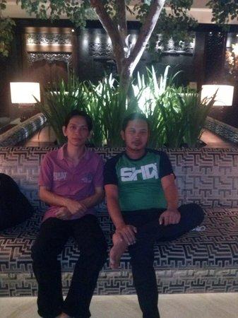 Gran Melia Jakarta: Santai di Lobby dengan teman