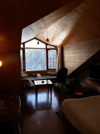 Manali Heights: Studio room... Small but comfy... Nice view