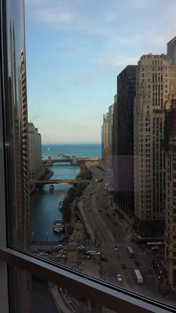 Trump International Hotel & Tower Chicago : The chicgao River meets THE LAKE