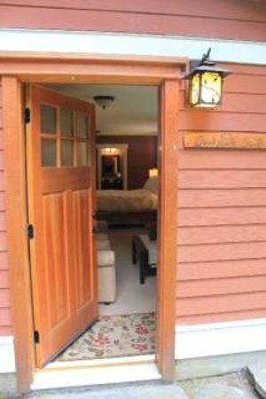 Creekside Bed and Breakfast: Creekside Suite Private Entrance