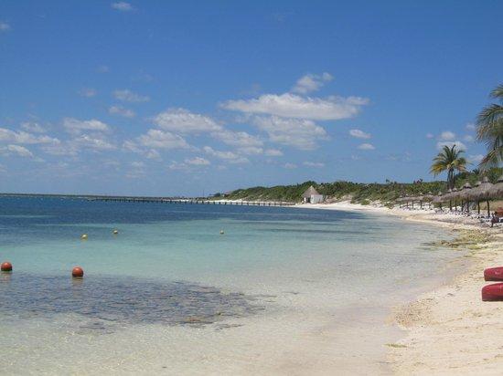 Club Med Cancun Yucatan : Sailing, windsurf and kayak beach