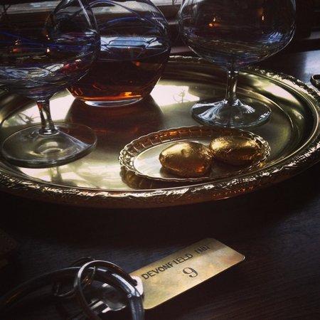 Devonfield Inn: Complimentary Brandy and Room Keys