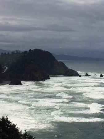 Turtlejanes Bed and Breakfast: Stormy day from Cape Meares back toward Oceanside