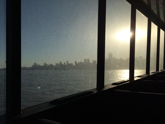 NY Waterway Ferry: We couldn't see much, the windows were disgusting.
