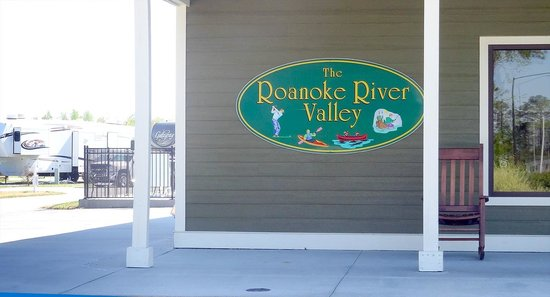RV Resort at Carolina Crossroads: Sign on Main Building