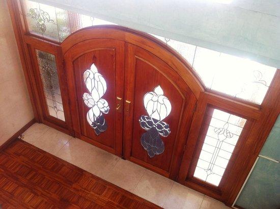 Casa Ramirez: Puerta del Hostal: Extraordinaria!
