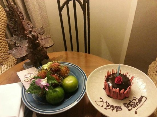 Four Seasons Resort Chiang Mai: Birthday Cake and Welcome fruits