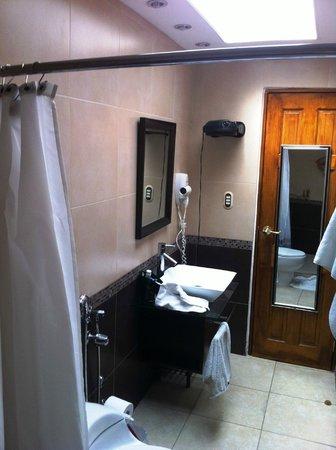 Casa Ramirez: El baño de mi habitación