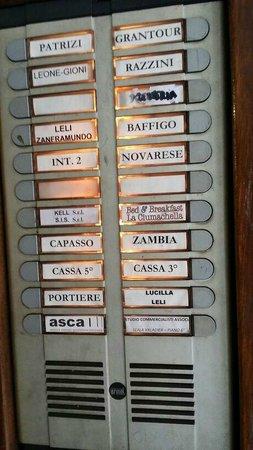 B&B La Ciumachella : Intercom System at ground floor