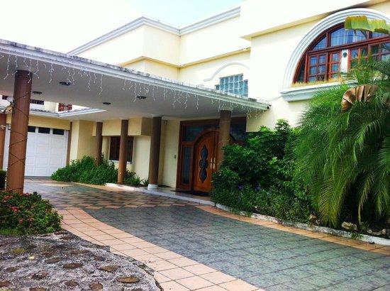 Casa Ramirez : Entrada. Una casa regia y elegante
