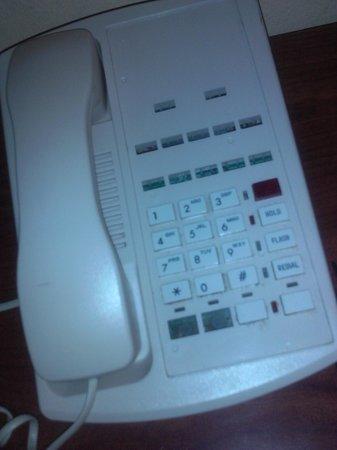 Travelodge El Cajon: broken phone
