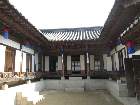 Namsangol Hanok Village: 韓屋