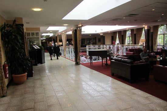 Arden Hotel & Leisure Club: Bar Area