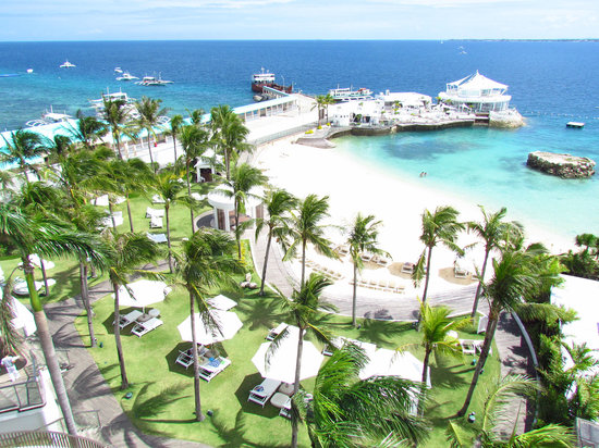 Movenpick Hotel Mactan Island Cebu: Garden and beach view