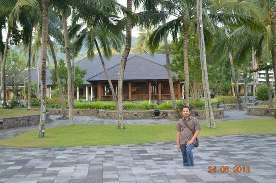The Santosa Villas & Resort: Santai dulu sebelum ke pantai sengigi